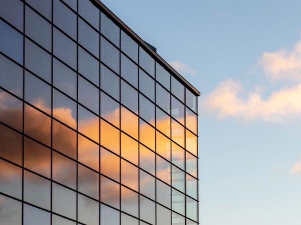 стъкло с рефлективна повърхност