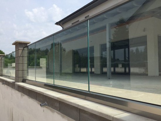 glass railing with laminated glass